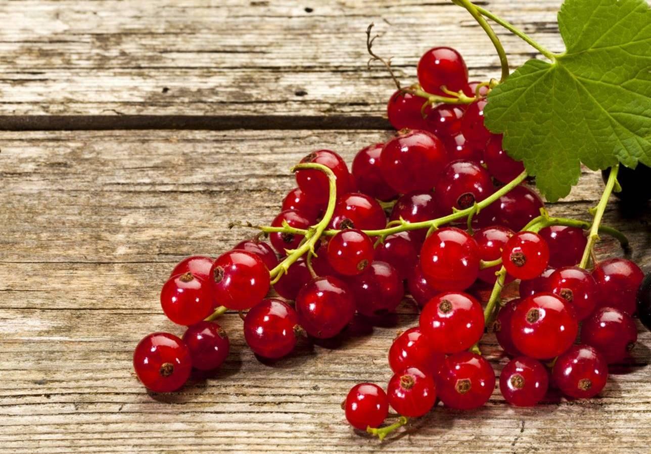 Rote Johannisbeer-Flecken Entfernen Mit Zitrone Oder Essig